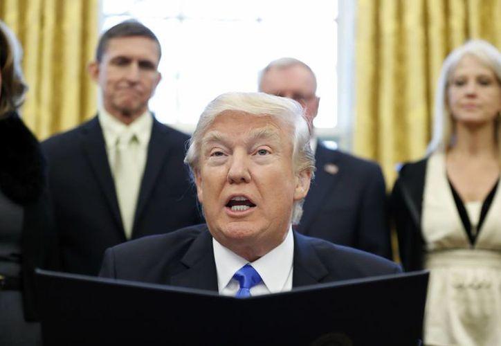 Tal como lo prometió Trump, su gobierno ha ordenado el retiro de Estados Unidos del Acuerdo de Asociación Transpacífico. (AP/Alex Brandon)