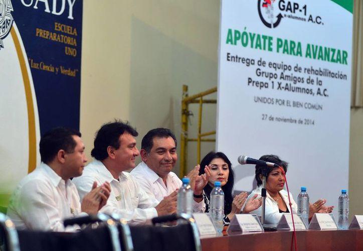 Víctor Caballero Durán encabezó la ceremonia en la Prepa 1. (Luis Pérez/SIPSE)
