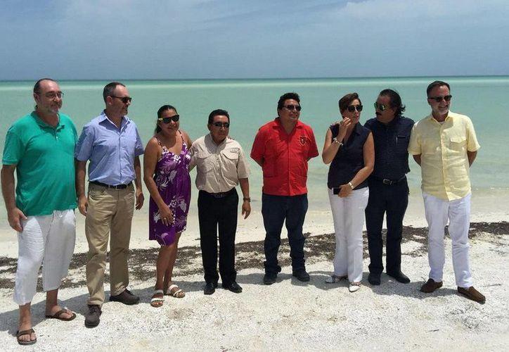 Los diplomáticos visitaron la isla para conocer la seguridad y estrategias en aso de un huracán. (Redacción/SIPSE)