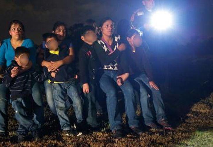 Las mujeres y los niños son el grupo más maltratado y caen en una categoría que no tiene acceso a fianzas. (Archivo/AP)