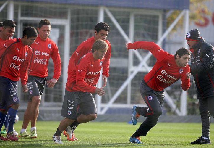 De quedar la selección chilena en tercer lugar, la bolsa que se repartirán los jugadores será de 8.5 millones de dólares. (Notimex)