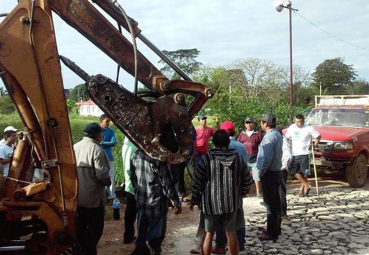 Empresario ofreció una maquinaria para los trabajos. (Raúl Balam/SIPSE)