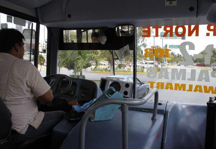Las cuatro empresas de transporte público que recorren Benito Juárez buscan un plan para mejorar sus servicios. (Sergio Orozco/SIPSE)