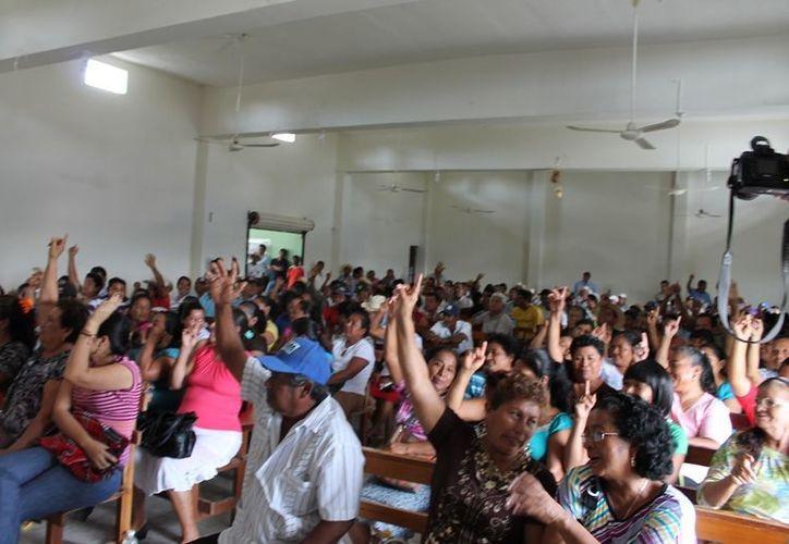 Al filo del mediodía de ayer lunes, se celebró una asamblea celebrada en el las instalaciones de la unión local de productores cañeros afiliados a la Confederación Nacional Campesina (CNC), en donde se anunció la decisión de tomar las instalaciones del ingenio. (Edgardo Rodríguez/SIPSE)
