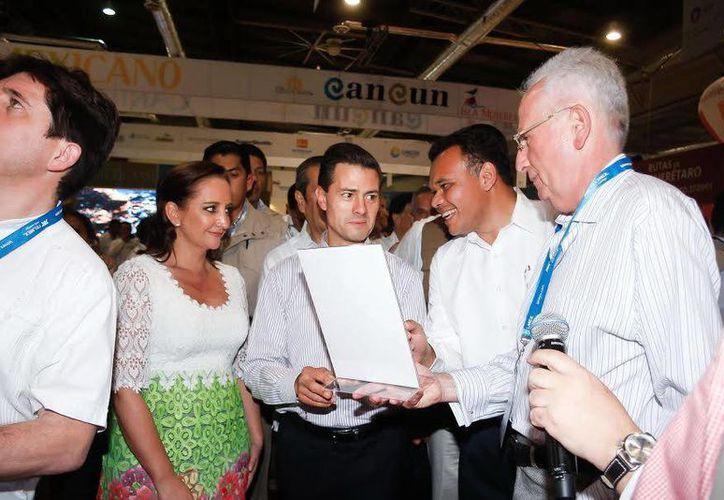El presidente Enrique Peña Nieto y el gobernador Rolando Zapata en la inauguración del Tianguis Turístico México 2015, en Acapulco, Guerrero. (SIPSE)