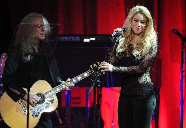 Shakira interpretó en los premios BMI pop el éxito de Stevie Nicks 'Landslide'. (AP)
