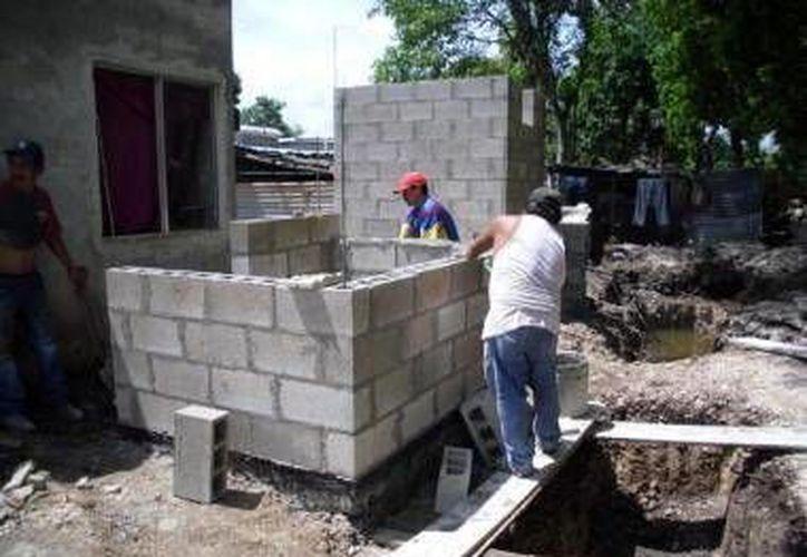 Avanza el programa de construcción de pies de casa en municipios de Yucatán. (SIPSE)