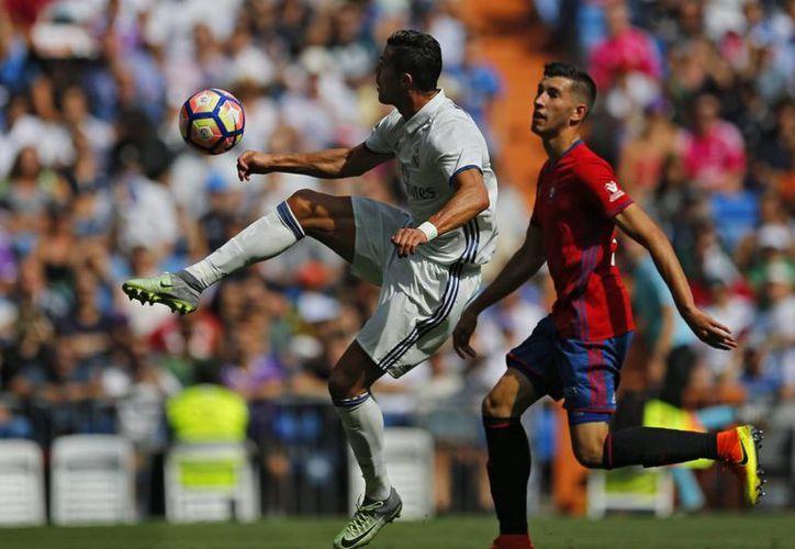 Cristiano Ronaldo se convirtió en el primer jugador de Real Madrid en anotar 150 goles en el estadio Santiago Bernabeu. (AP)