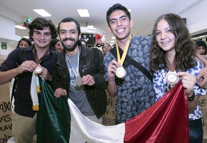 Erick, Diego, Juan y Daanae se impusieron en la X Olimpiada Iberoamericana de Biología en Brasil a pesar de que todas las pruebas fueron más complicadas que las anteriores, además de que fueron aplicadas en idioma portugués. (comunicacion.amc.edu.mx)