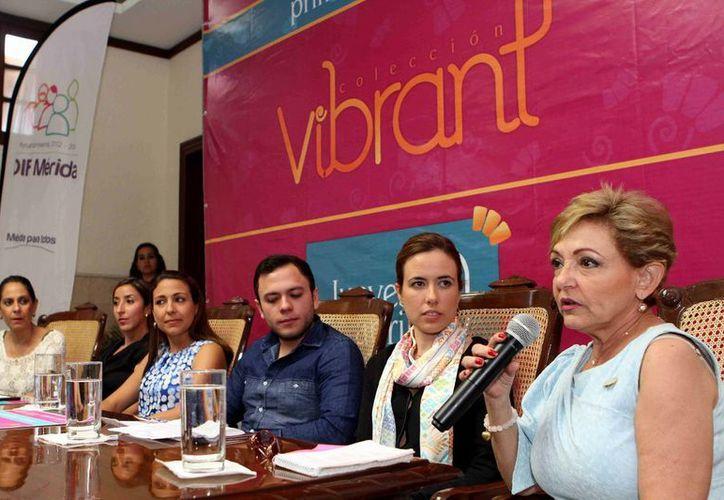 La conferencia de prensa en la que se anunció el desfile de modas con el objetivo de recaudar fondos para los comedores del DIF. (Cortesía)