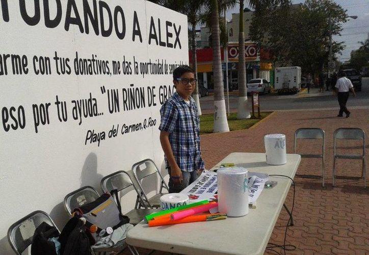 Alex necesita dinero para solventar los gastos logísticos de su trasplante de riñón. (Daniel Pacheco/SIPSE)