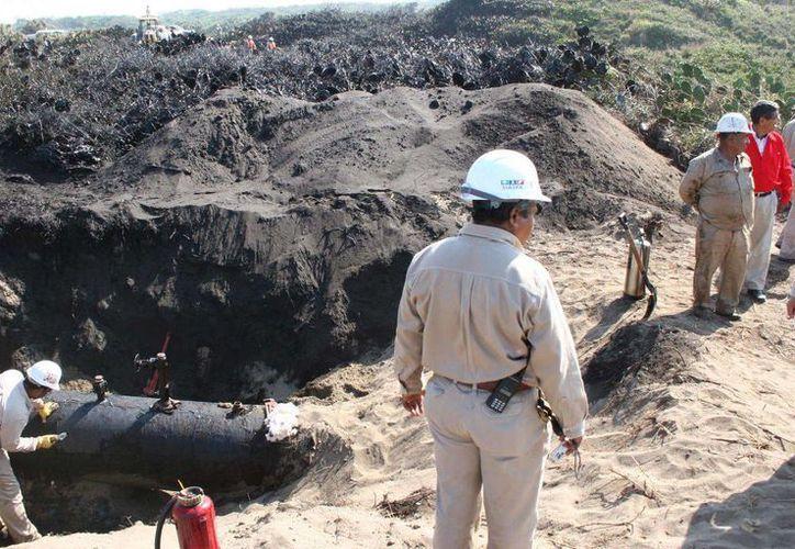 El robo de combustibles representa para Pemex una importante pérdida de recursos, además del daño a sus ductos. (Foto: eldiariodevictopria.com.mx)