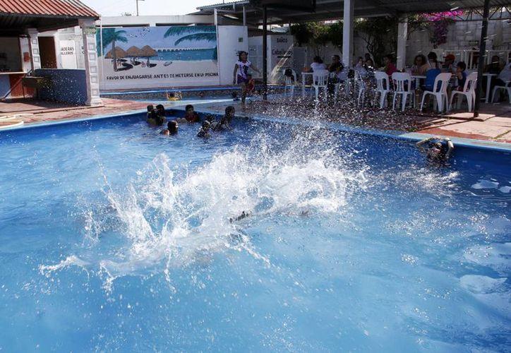 En Yucatán, por ser una zona de clima cálido, los habitantes suelen usar piscinas para refrescarse. (Juan Albornoz/SIPSE)