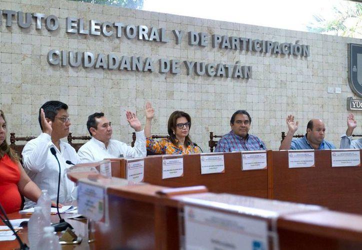 El pleno del Iepac se declaró en receso. La sesión se reanudará hasta las 00:30 horas de este lunes. (Notimex)