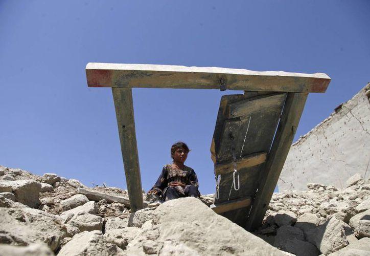 Las construcciones con paredes de adobe o de rudimentario ladrillo mayoritarias en la región, cayeron fácilmente ante la magnitud del sismo. (Agencias)