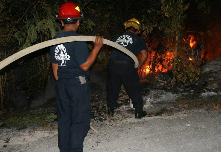 De no haber sido controlado el siniestro, pudo haber sido el primer incendio forestal en Cozumel en la última década. (Irving Canul/SIPSE)