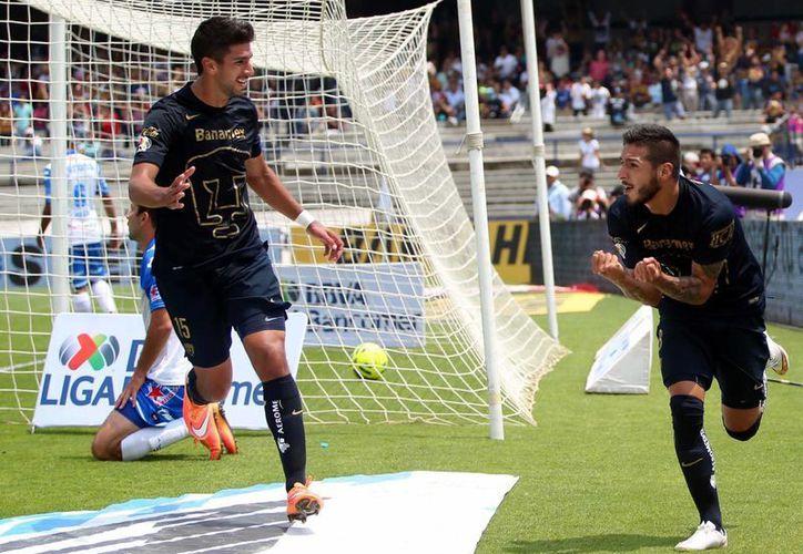 Se espera que el Pumas vs Cruz Azul sea un partido atractivo. En la imagen, acciones del encuentro entre los universitarios y el Puebla, correspondiente a la fecha 11 del Clausura 2015. (Archivo/Notimex)
