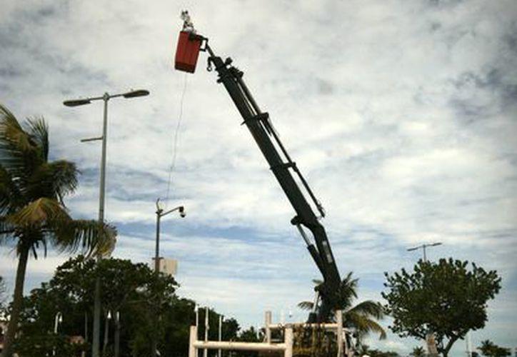 Desde hace un par de semanas inició la instalación de cámaras en la capital. (Harold Alcocer/SIPSE)