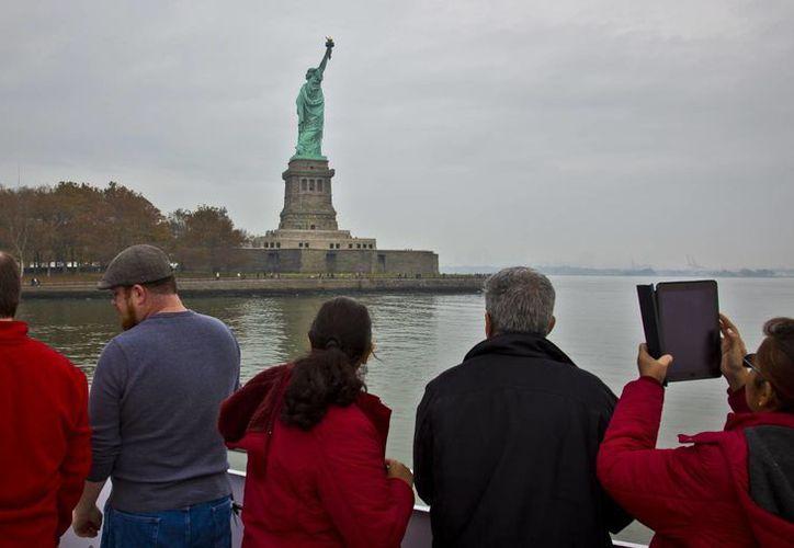 La industria turística espera cientos de miles de visitantes menos que en 2016 tan solo en la ciudad de Nueva York, uno de los mayores atractivos turísticos de la Unión Americana.  (AP/Bebeto Matthews)