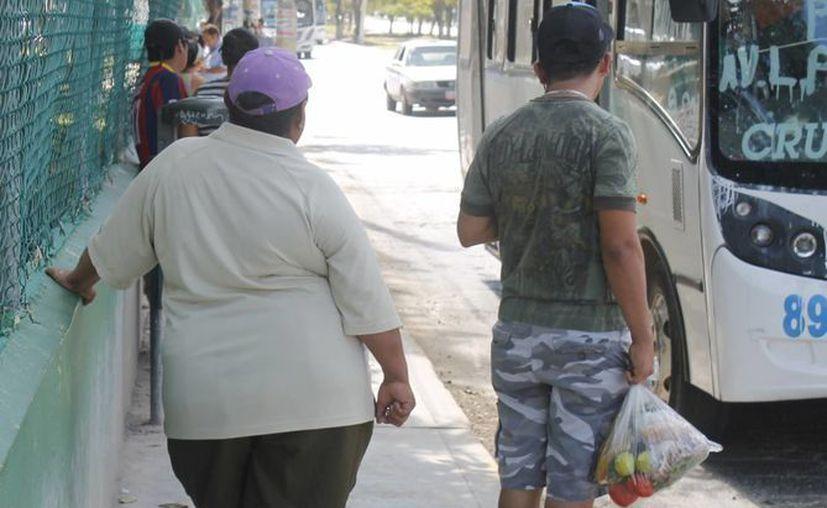 """El médico pediatra, Omar Sánchez Gual, señaló que si las dietas """"milagro"""" funcionaran se vería menos gente obesa caminando por la calle. (Hugo Zúñiga/SIPSE)"""