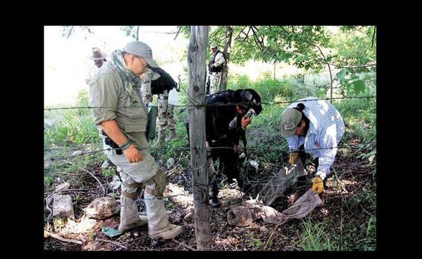 Imagen de la búsqueda que realizan las autoridades y los familiares de los desaparecidos en Coahuila. Entre los hallazgos está un pantalón, algunas astillas de hueso y cientos de casquillos de armas largas. (Omar Franco/Milenio)