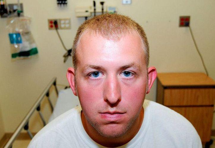 Darren Wilson, policía de Ferguson, acusado de disparar contra un joven desarmado, renunció a la corporación para 'evitar más víctimas', luego de que la decisión del jurado de no inculparlo causó que  la corporación recibiera amenazas. (Archivo/AP)