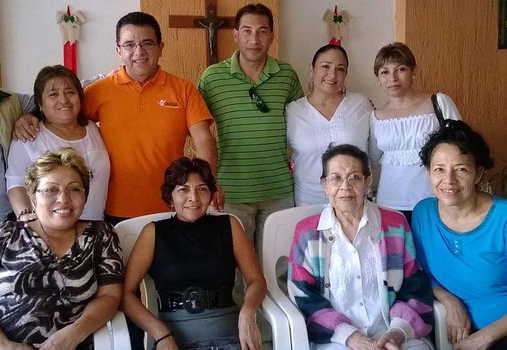 Participantes en la convivencia de Crehas, el pasado viernes 27 de diciembre. (Cortesía)