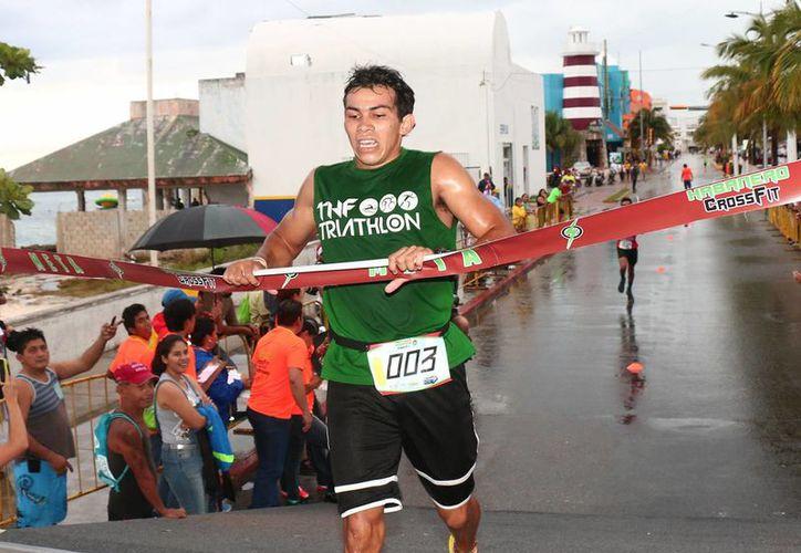 Este domingo se realizó en Cozumel la Carrera Navideña Cross Fit. (Redacción/SIPSE)