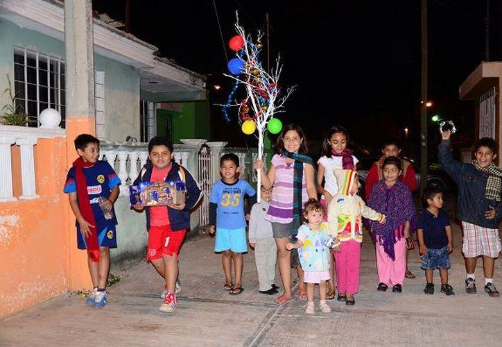 ¿Y tú salías a la ramada de niño? La llegada de diciembre marca el inicio de esta tradición entre los niños yucatecos. (SIPSE)