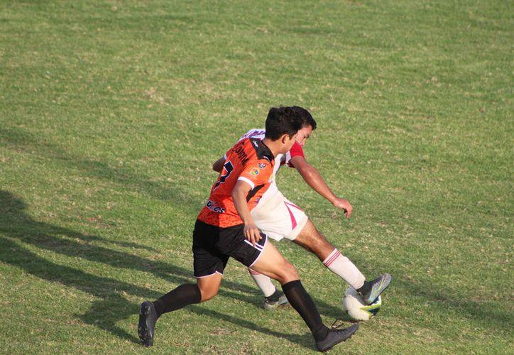 Las y los jugadores que demuestran aptitudes en el club Tigrillos de Chetumal, son impulsados para que continúen su proceso de formación deportiva. (Miguel Maldonado/SIPSE)