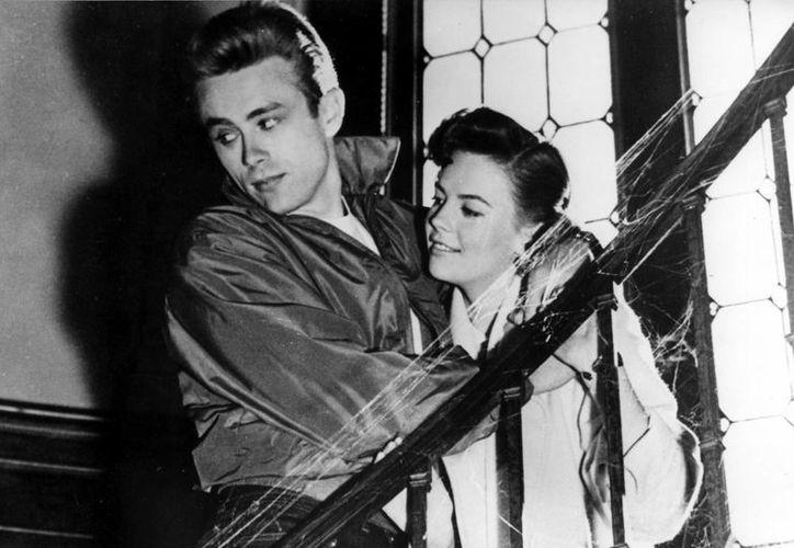 """Foto de archivo de James Dean y Natalie Wood, en una escena de """"Rebelde sin causa"""". (EFE/Archivo)"""