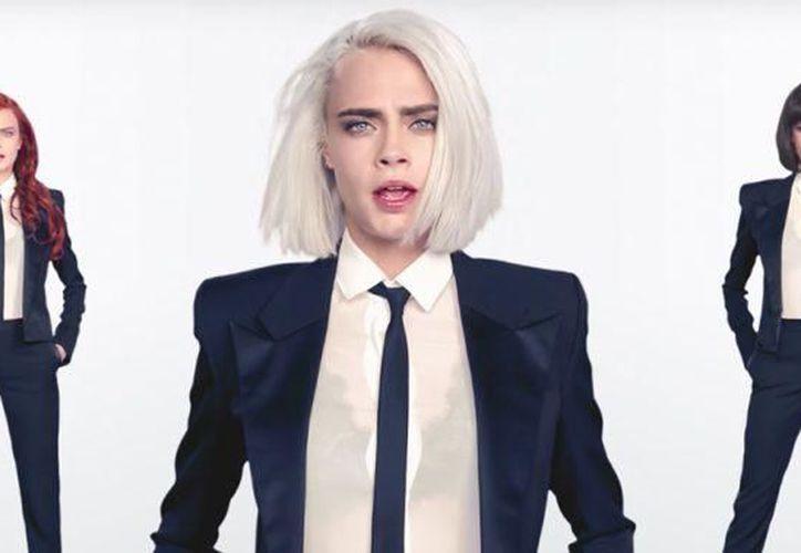 En el video, Delevingne usa un amplio espectro de pelucas, incluyendo una con pelo rojo con ondas y un bob platinado. (Quién/Especial)