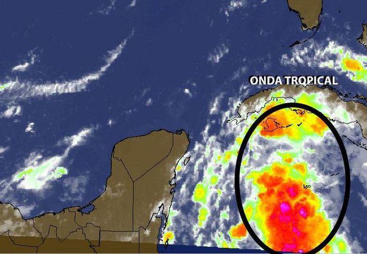 El sistema tropical, que adquiere fuerza mientras viaja en el Atlántico, afectará con lluvias Quintana Roo y oriente de Yucatán. (Cortesía)