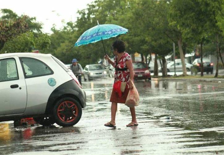La capital yucateca presenta lloviznas en algunas zonas. Se esperan chubascos conforme se acerque 'Earl' a tierra firme. (Imagen de contexto/ Milenio Novedades)