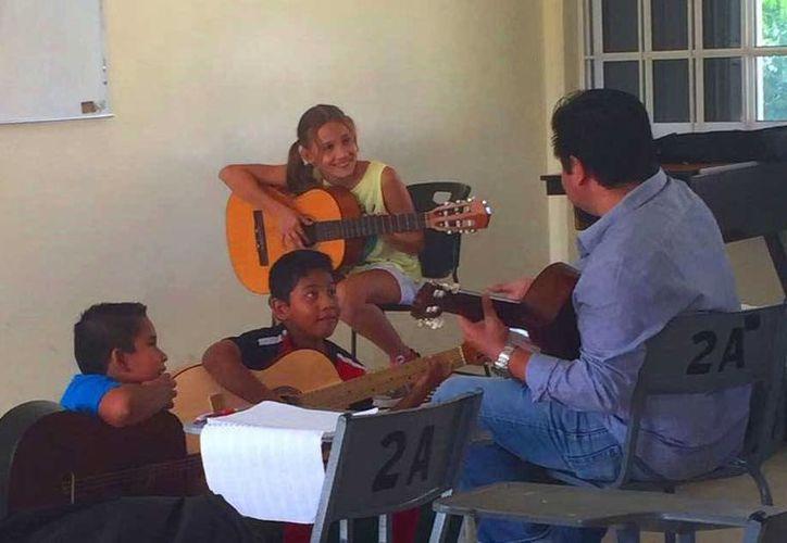 La escuela 'Xuuxnë' opera en instalaciones de la secundaria 'Gabriel García Márquez', de la colonia Ejido Sur. (Daniel Pacheco/SIPSE)