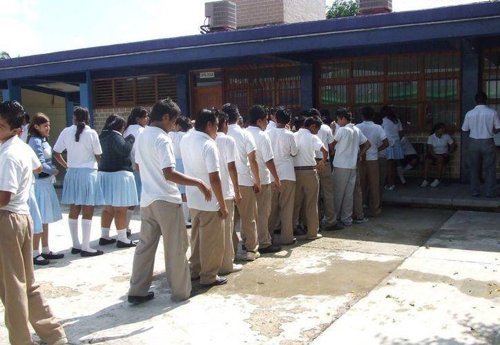 A partir de hoy las autoridades de salud y educativas implementarán medidas de prevención de contagio de piojos en las escuelas.  (Rossy López/SIPSE)