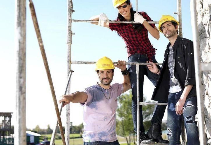 La primera temporada del 'reality' fue protagonizada por el cantante Benny Ibarra, la periodista filantrópica Sonia Velasquez y el arquitecto Leonardo Gaetani. (la.infinito.com)