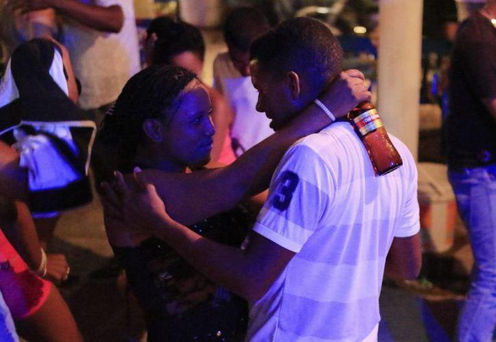 La champeta se baila principalmente en un 'picó' (discoteca portátil improvisada muy popular en las barriadas de afrodescendientes) en Cartagena (Colombia). (EFE)