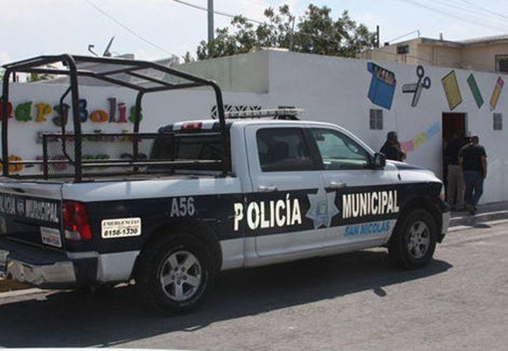 Tras el asalto a la guardería Mary Boli, un contingente policíaco arribó al lugar para iniciar las investigaciones. (Milenio)