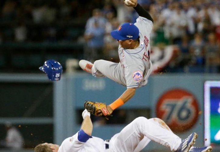 La barrida de Chase Utley fracturó de la pierna al torpedero de los Mets, Rubén Tejada, la temporada pasada. Tras este incidente la MLB modificó su reglamento para proteger a los beisbolistas. (Archivo AP)