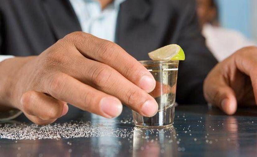 El consumo de alcohol provoca la pérdida de temperatura corporal cuando hace frío. (Contexto/Internet)
