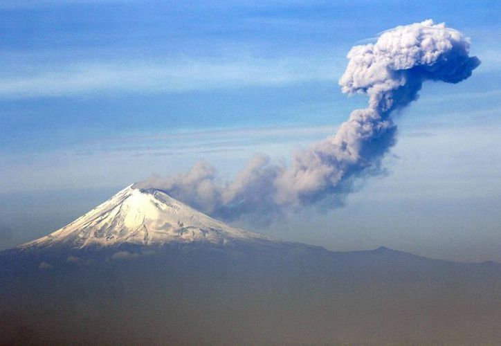 A pesar de la actividad de don 'Goyo', el semáforo de alerta volcánica se mantiene en Amarillo fase 2. (Notimex)