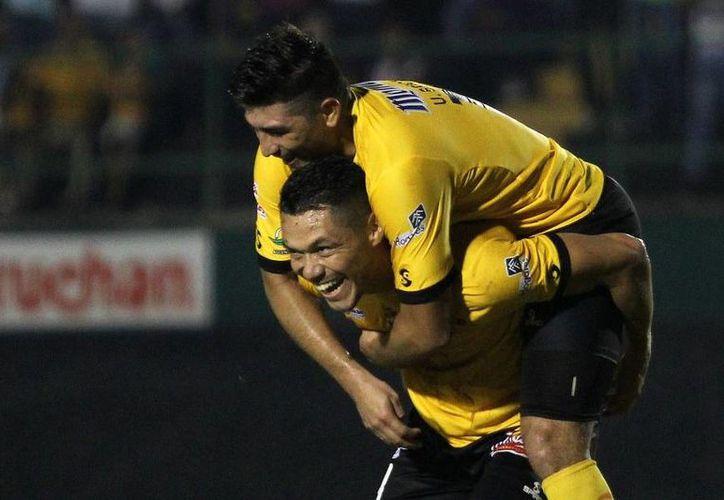 Venados se pone a dos unidades de los puestos de liguilla, luego de estar en los últimos lugares durante gran parte de la Temporada. En la foto, Freddy Martín celebra uno de sus goles.(Milenio Novedades)
