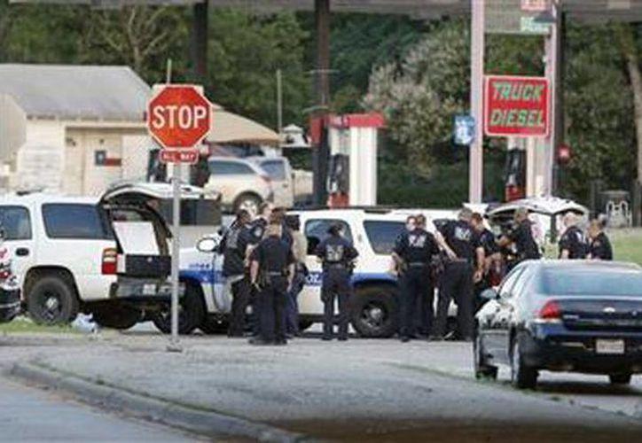 La policía acordonó la zona donde se registró el incidente en Dallas, Texas. (Agencias)