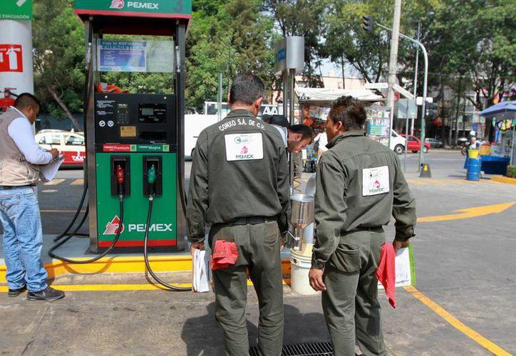 La gasolina mexicana tiene un precio competitivo ya que se mantiene por debajo del costo de algunas naciones de América Latina. (Archivo/Notimex)