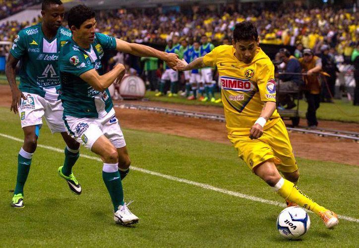 El campeón León sólo tiene un jugador naturalizado en sus filas, en tanto que el América cuenta con tres. (Archvo Notimex)