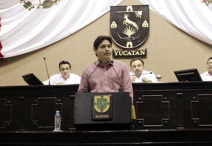 Dafné López, diputado local en uso de la tribuna. (Milenio Novedades)
