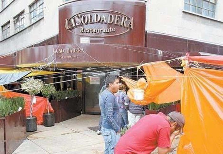 Comerciantes de la zona del Monumento a la Revolución pidieron a la Sedeco que los inconformes respeten los accesos de los negocios. (Milenio)