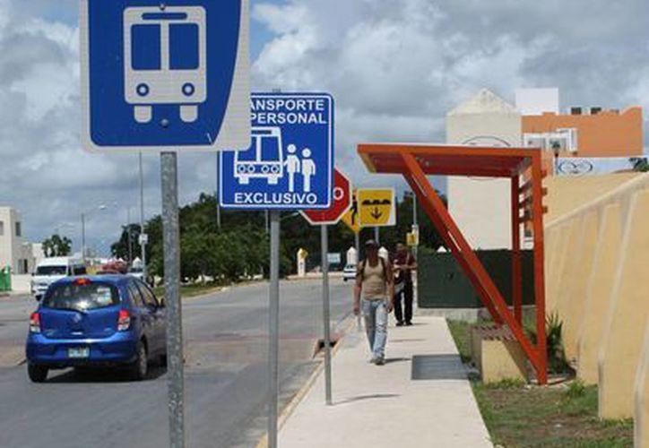 Ahora los desarrolladores de vivienda deberán incluir en sus planos zonas destinadas a los paraderos de transporte público.  (Juan Cano/SIPSE)
