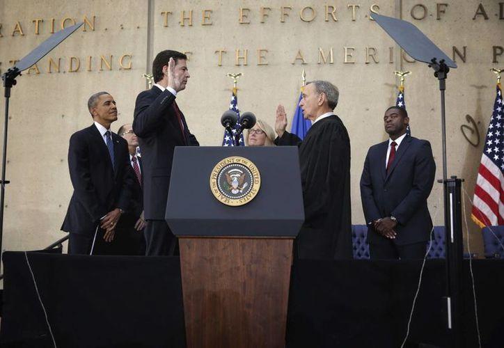 James Comey presta juramento ante el juez John Walker y el presidente de Estados Unidos, Barack Obama. (EFE)